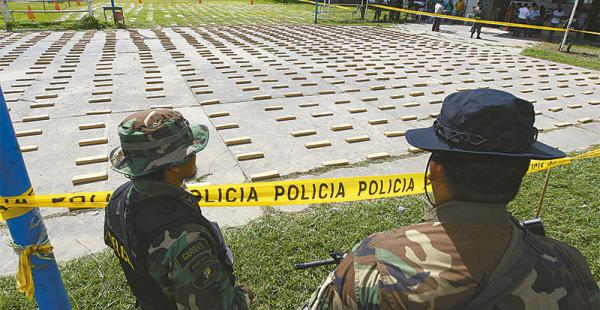 ladrillos a precio de oro el valor de la hierba se eleva 30 veces si la carga llega a chile La última gran confiscación de marihuana fue de 2,2 toneladas en Boyuibe. Cayeron cuatro narcos