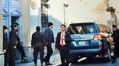 El presidente Evo Morales sale del IDIF