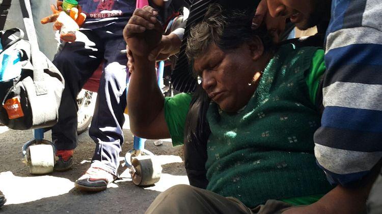 Los discapacitados intentan ingresar a plaza Murillo y son gasificados