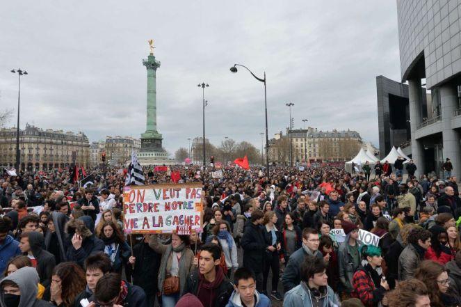 Manifestantesen la Plaza de la Bastilla en París MIGUEL MEDINA (AFP)