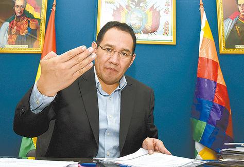 La Paz. El fiscal general, Ramiro Guerrero, en una conferencia de prensa.
