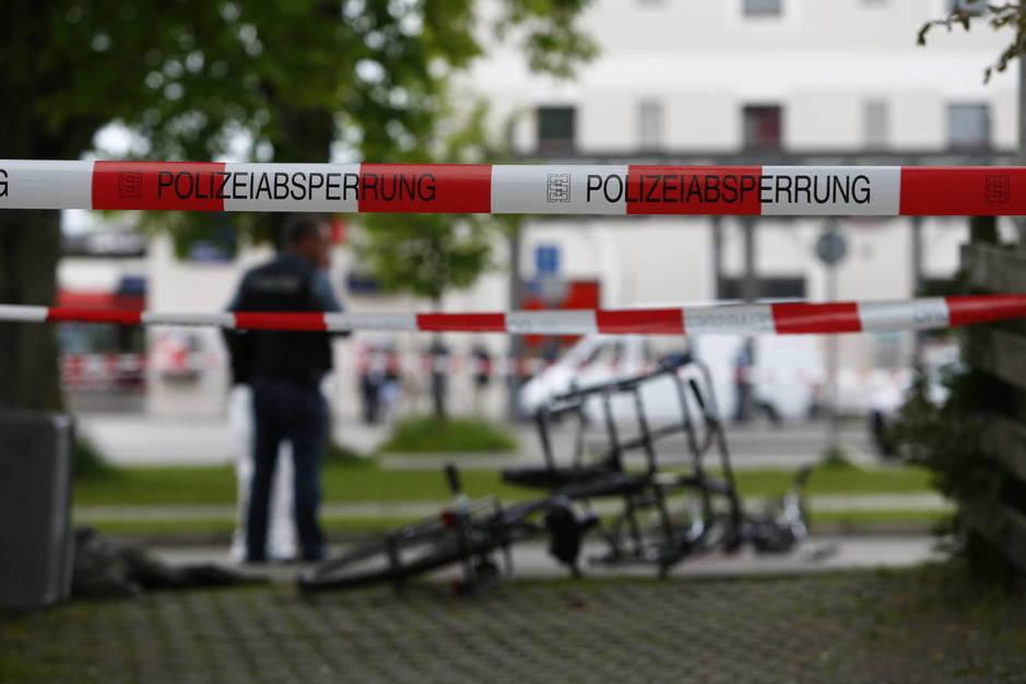 Un cordón policial en la escena de un crimen en Grafing, Alemania. (Reuters)