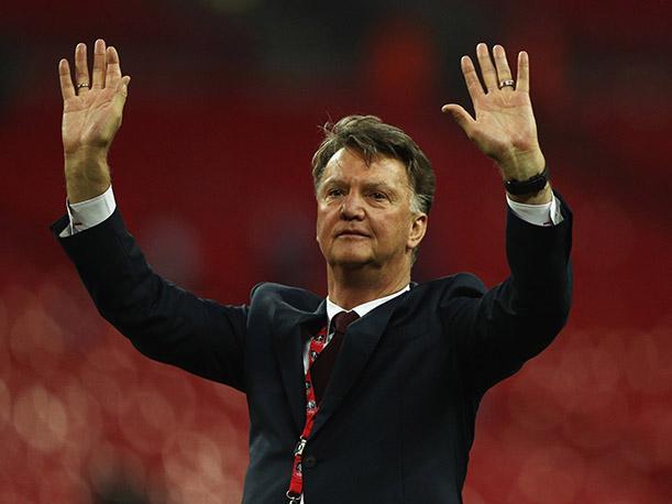 Manchester United hace oficial despido de Louis van Gaal
