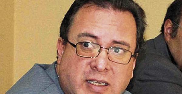 El exviceministro y abogado constitucionalista Carlos Alarcón presentó una propuesta