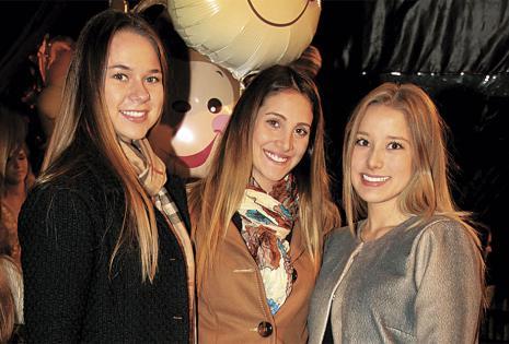 Natalia Barbery, Andrea Justi-Niano y Paula Sakuma asistieron a pesar del frío