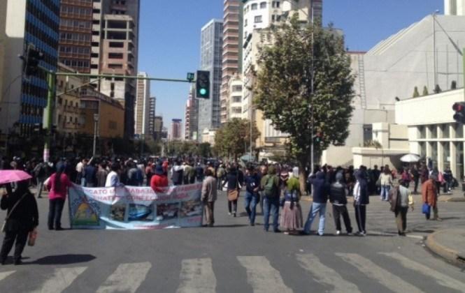 Fabriles de Enatex retoman protestas por la defensa de sus fuentes laborales