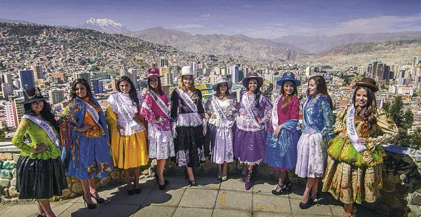 La alcaldía les entregó las polleras y diez de las 23 chicas aceptaron usarlas en el mirador Killi Killi