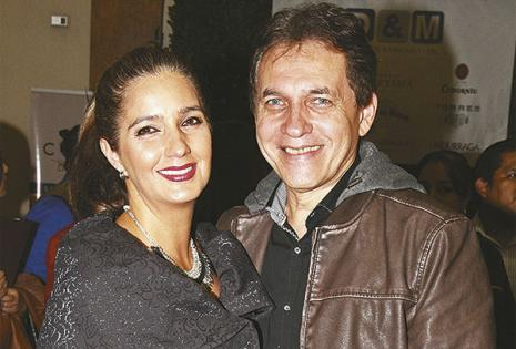 Fernando Castedo y su esposa, Isabel Castedo, conociendo las novedades