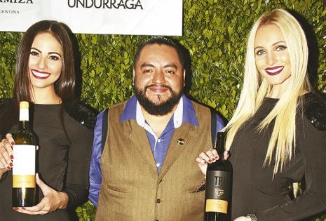 Fernanda Flores, El Mixólogo Jp Cáceres Y María Claudia Velasco
