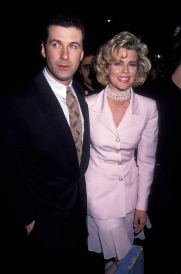Kim Basinger con su hoy ex marido, Alec Baldwin, una noche de 1992 en Broadway después de una representación de la obra
