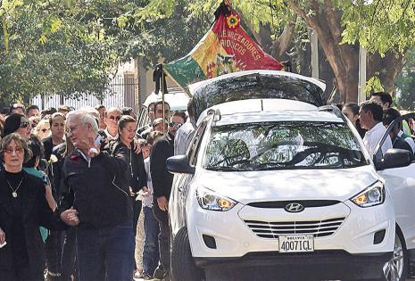 Rosa Jordán y Willy Rivero Jordán encabezan la caravana mortuoria