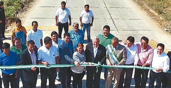 Las autoridades fronterizas posaron con el gobernador Rubén Costas