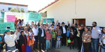 Rubén Costas inauguró sistema de electrificación en Moro Moro