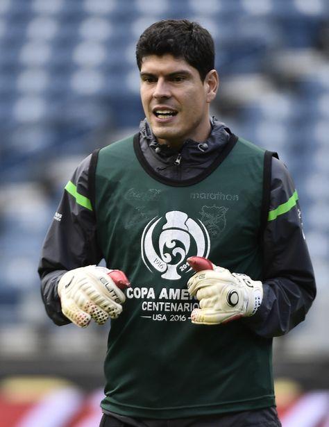 El golero Carlos Lampe en un entrenamiento de Bolivia en la Copa América Centenario.