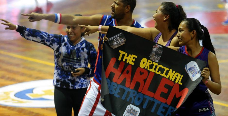 The Original Harlem Globetrotters se presentaron en Santa Cruz este sábado