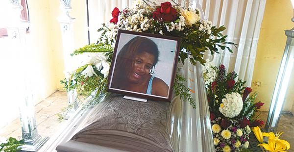 Ana Madina Iriondo fue enterrada ayer en cementerio de La Cuchilla