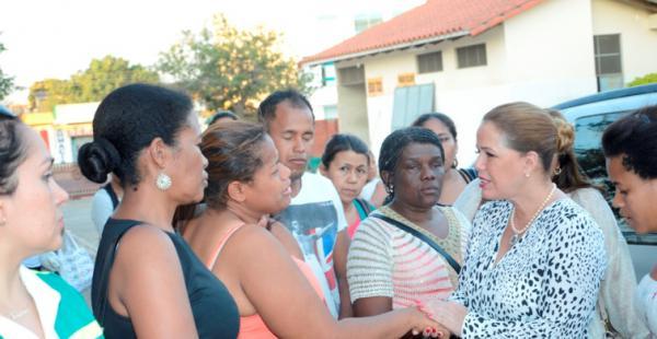 La presidenta del Concejo, Angélica Sosa, junto a los familiares de Ana María Medina, invitan a la marcha