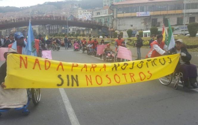 Entre música y baile, discapacitados marchan y esperan que Gobierno y COB hablen sobre el bono