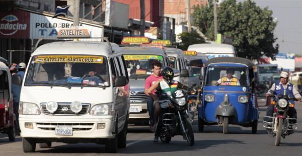 Los minibuses siguen vetados para prestar servicio de transporte público dentro de la ciudad