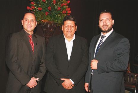AMIGOS. Fernando Banzer, Rodolfo Barrientos y Miguel Ángel Endara, un grupo de amigos empresarios que participó del brindis