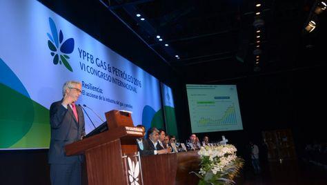 El vicepresidente Álvaro García Linera durante la inauguración del VI Congreso de YPFB Gas y Petróleo 2016. Foto: APG
