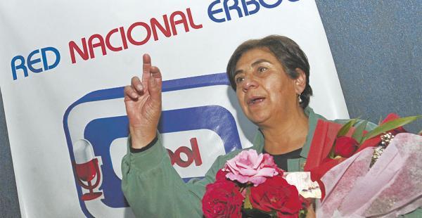 Amalia Pando se despidió de la audiencia. Cientos de personas acudieron a la emisora. Tiene su futuro laboral incierto