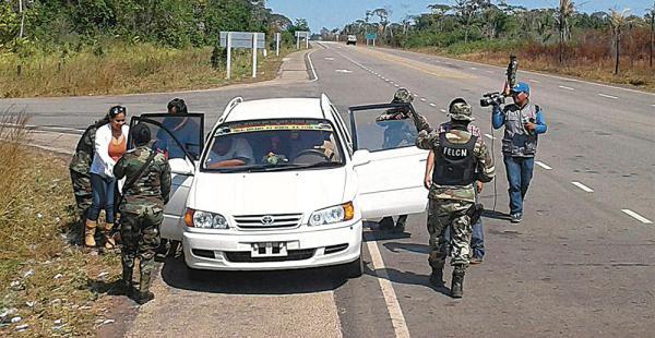 Un operativo de la Policía en la carretera que conecta a las poblaciones de Riberalta y Guayaramerín