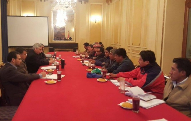 Empieza el diálogo del gobierno y la COB, con la advertencia de una huelga general e indefinida