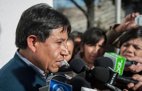 El canciller David Choquehuanca a las afueras de la residencia presidencial en el barrio de San Jorge