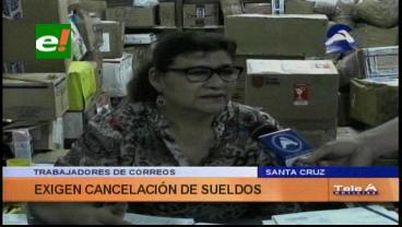 Trabajadores de Correos exigen el pago de sueldos atrasados