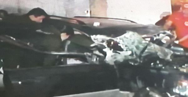 Así quedó el vehículo que chocó contra un inmueble en el cuarto anillo