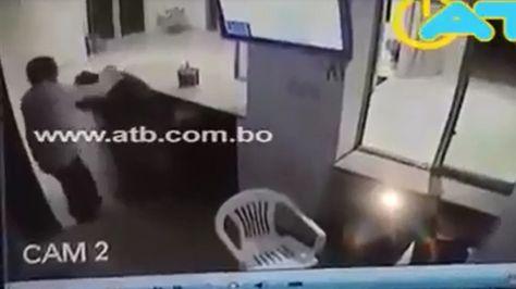 El video de la agresión de un individuo a un portero fue ampliamente compartida a través de las redes sociales.
