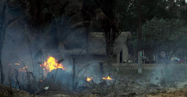 El fuego terminó con casi 40 viviendas y los afectados de refugian en la comunidad Loma Alta