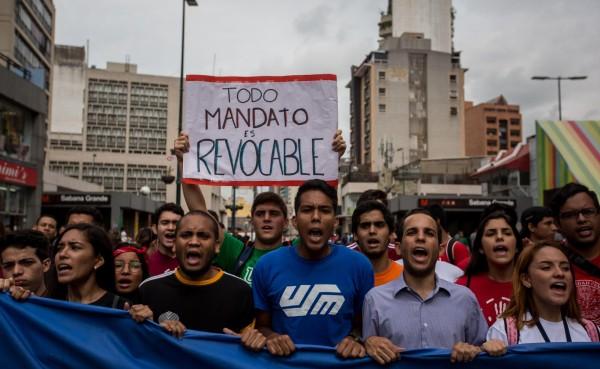 Gobierno venezolano y oposición en crucial pulso en la calle por el revocatorio