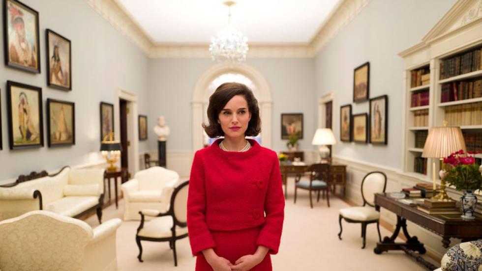 Natalie Portman caracterizada como Jackie Kennedy en un fotograma del filme de Pablo Larraín.