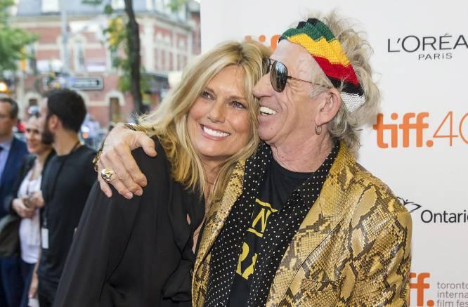 """Keith Richards:  """"El secreto de nuestro matrimonio es que ella sabe manejarme, y eso es muy difícil"""". Muy sabio, como siembre, el guitarrista de los Rolling Stones. A diferencia de su compañero Mick Jagger, que a sus 72 años se convertirá en padre por octava vez (con la bailarina Melanie Hamrick, de 29 años), Keith lleva casado con Patti Hansen desde hace un mundo, 1983."""