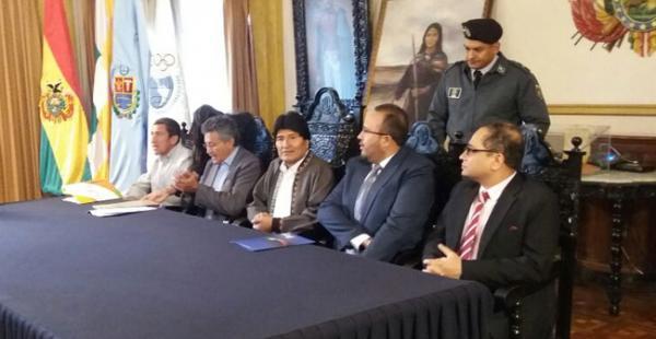 El presidente Evo Morales participó en la firma de contrato con empresas que construirán la Villa Olímpica Suramericana