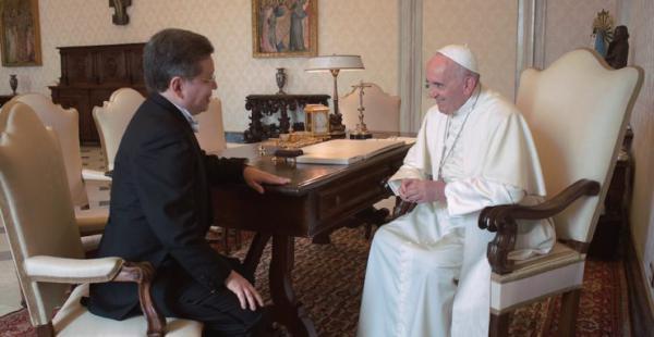 El embajador boliviano en su reunión con el papa Francisco este jueves