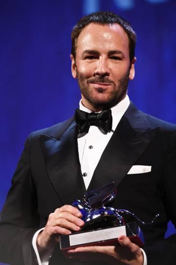 Tom Ford, con el premio que recibió en Venecia.