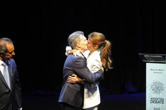El debate donde Awada se besó con Macri ante la mirada de Scioli (Maxi Failla)