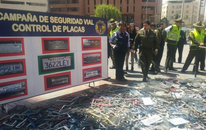 Tránsito decomisa al menos 500 placas irregulares y anuncia sanciones a los conductores