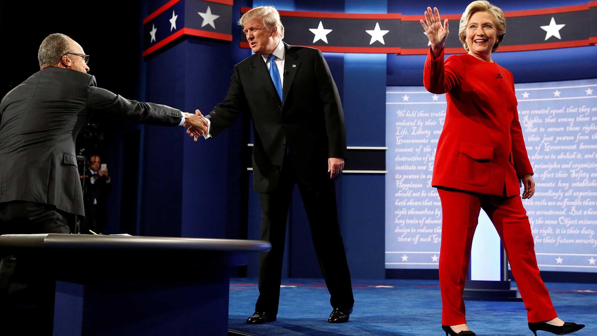 """(Reuters) La candidata demócrata dijo que su receta se encuentra en """"innovación, tecnología, pequeñas empresas, energías renovables, el aumento del sueldo mínimo y un salario igual para las mujeres, y compartir las ganancias de las empresas"""""""