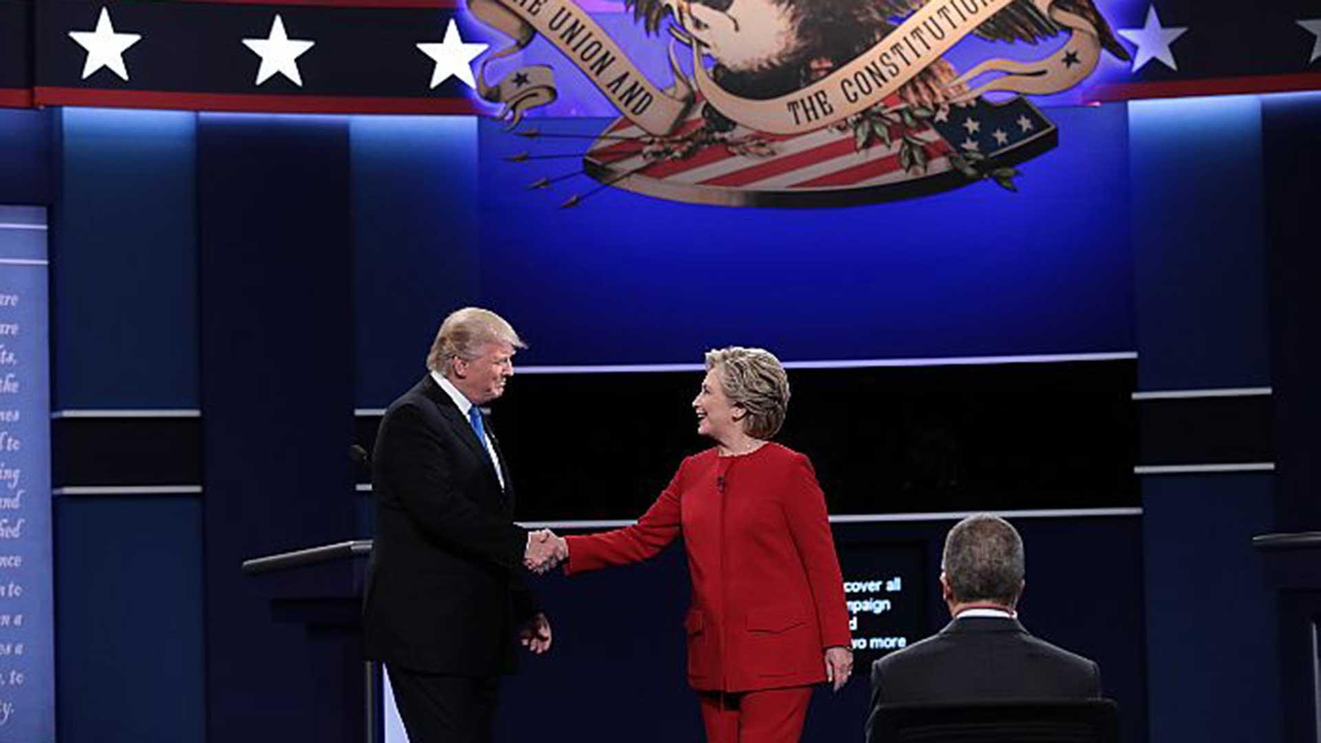 """(AFP) """"Mi marido hizo un buen trabajo en los 90"""", dijo Hillary."""