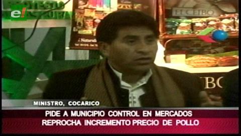 Ministro Cocarico critica el alza de precio del pollo