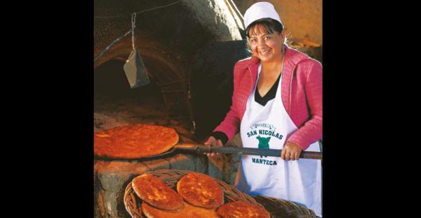 negocio  familiar leonor gonzales de villanueva dejó su trabajo como administradora en una empresa para dedicarse al negocio del pan, junto con su esposo, édgar  villanueva