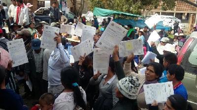 Resultado de imagen para Comunidades de Tarija reciben títulos agrarios