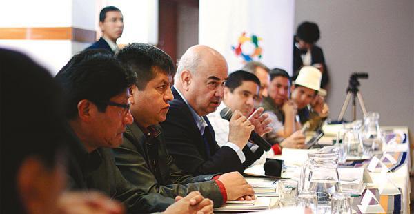 Autoridades subnacionales quieren debatir la distribución de fondo en el pacto fiscal