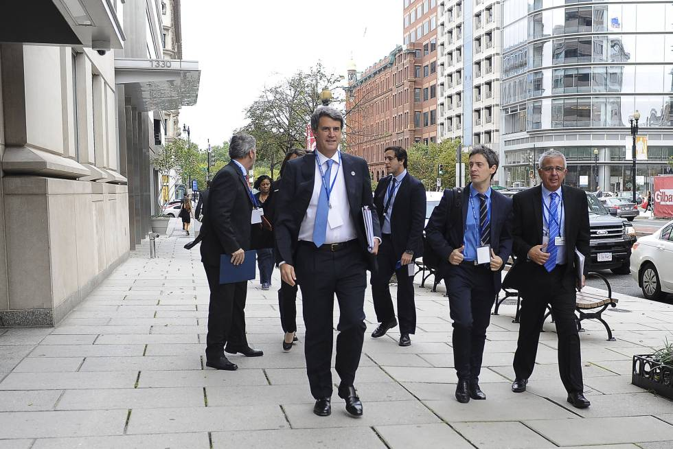 El ministro de Hacienda argentino, Alfonso Prat-Gay, en Washington, donde participa de la asamblea conjunta del FMI y el Banco Mundial.