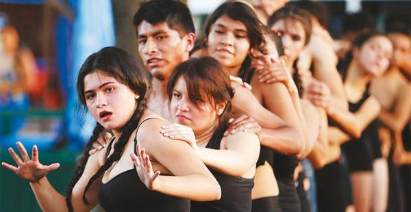 Ser_Performance se presentó anoche en el parque El Arenal