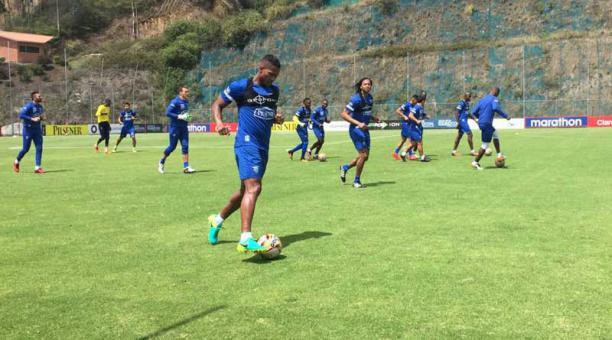 Antonio Valencia, durante el entrenamiento de la selección ecuatoriana para el partido del próximo martes 11 de octubre contra Bolivia en elimininatorias sudamericanas. Foto: Mauricio Bayas / EL COMERCIO